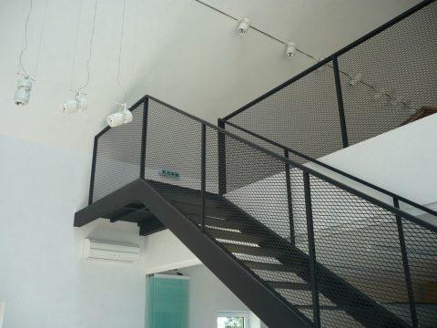 Tout savoir sur la pose des escaliers métalliques